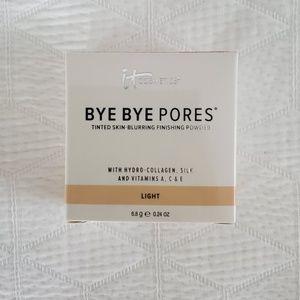 It Cosmetics bye bye pores loose powder - light